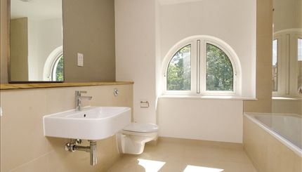 Portobello Apartments - typical bathroom