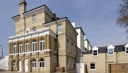 Rosslyn Hill - exterior