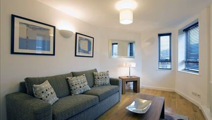 Kew Bridge Court - Reception Flat 50