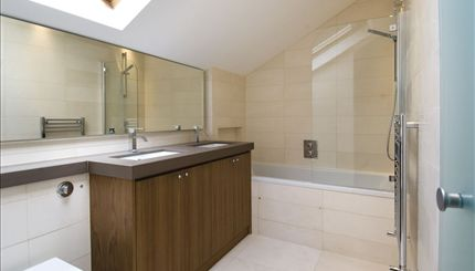 Rosslyn Hill - bathroom