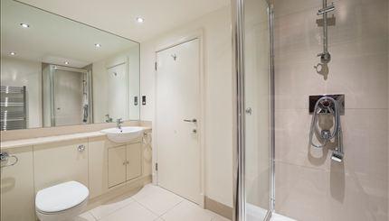 Apartment 42, Pelham Court - Bathroom