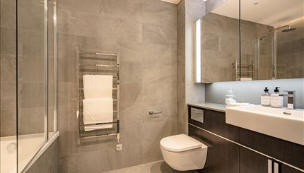 Master Bedroom - Ensuite bathroom
