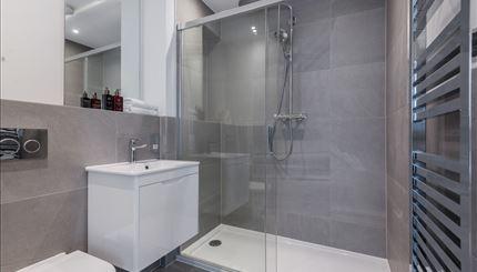 First Bedroom En-suite