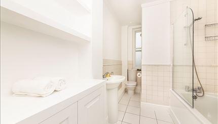 Primary Bedroom En-suite Bathroom